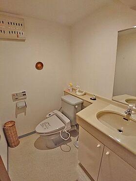中古マンション-賀茂郡東伊豆町奈良本 トイレもゆったりとしており、洗面スペースもございます。
