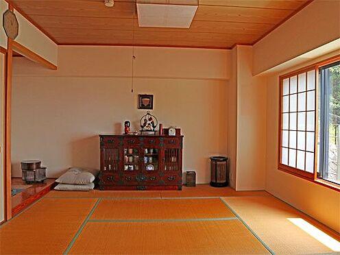 中古マンション-伊東市富戸 〔和室〕約8.5帖の和室です。床の間もございます。