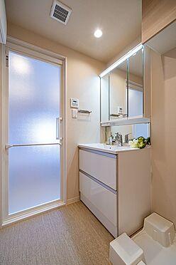 中古マンション-港区西麻布1丁目 三面鏡付洗面化粧台