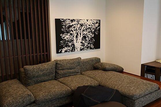 中古一戸建て-日進市岩崎町元井ゲ リビングに合わせてオーダーした座り心地の良いL型ソファ!売主様と要相談にてソファもお付けします。
