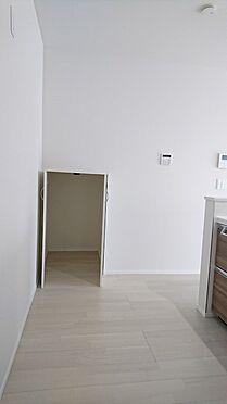 新築一戸建て-さいたま市西区大字佐知川 キッチン横の階段下収納
