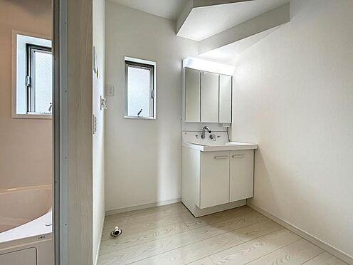 戸建賃貸-名古屋市中川区万場2丁目 窓付きの明るい浴室・洗面所
