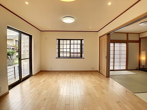 中古一戸建て-知立市牛田町小深田 隣の和室のふすまを開ければ、お友達を招いてのホームパーティーも楽しめます