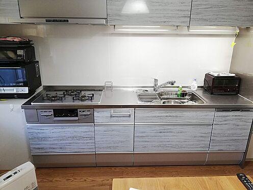 中古マンション-多摩市諏訪3丁目 2018年12月に交換済みのキッチン。食洗器・上部電動収納・浄水器付き