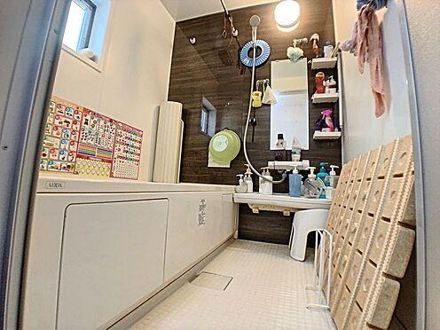 戸建賃貸-碧南市緑町4丁目 広々としたバスルームでゆったりリラックス。1日の疲れが吹き飛びます!