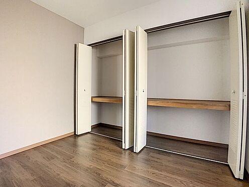 中古マンション-豊田市下林町3丁目 各居室に収納があります。間に仕切りがあるので使いやすい設計となっています。