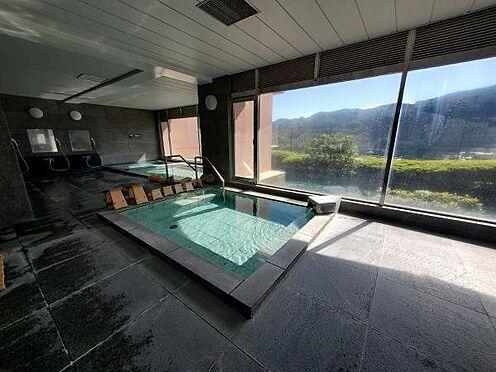 中古マンション-足柄下郡湯河原町宮上 毎日日中に清掃し、とても綺麗な状態です。展望温泉大浴場の朝風呂は陽射しを浴びとても気持ちが良いです。