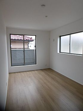 新築一戸建て-町田市小山町 洋室7.5帖。全居室2面採光で明るい洋室です。