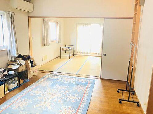 中古一戸建て-名古屋市名東区極楽2丁目 ロフト、天窓付きで開放的な室内です。