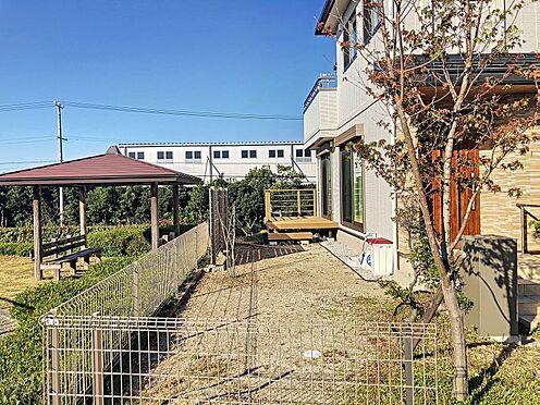 中古一戸建て-みよし市潮見 広々としたお庭部分。ウッドデッキ付きです。ガーデニングやちょっとした家庭菜園が楽しめます。