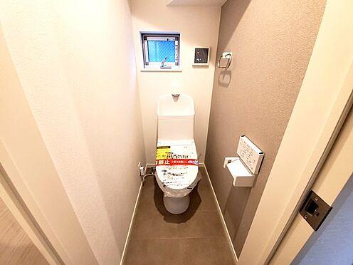 新築一戸建て-町田市金井7丁目 各階にお手洗いが備わっているので朝も夜もどちらの階にいても安心です。