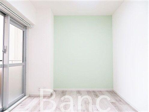 中古マンション-台東区竜泉2丁目 掃出し窓付の居室です。