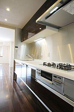 区分マンション-文京区白山2丁目 キッチンは廊下側・リビング側の2WAY