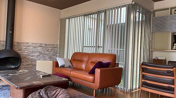リゾートマンション-熱海市熱海 別角度から。カーテンの先は「ライトコート」です。