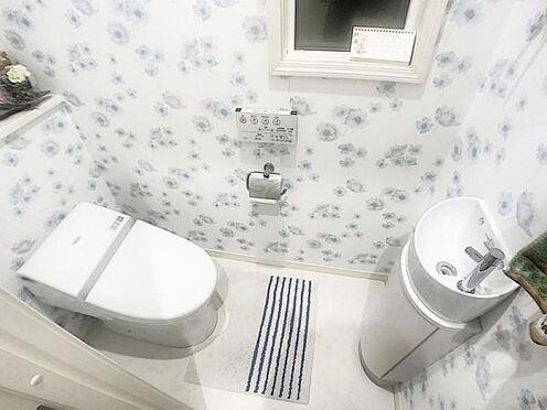 戸建賃貸-みよし市三好町東山 水栓付のトイレは来客時も安心です。