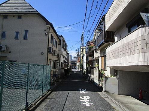 アパート-新宿区富久町 前面道路(南西側)