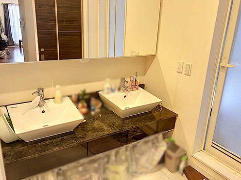 戸建賃貸-名古屋市千種区内山1丁目 洗面台が二つございます!朝のバタバタしがちなお支度も、ゆとりを持って用意できます。