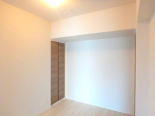 区分マンション-宇都宮市馬場通り3丁目 ■ 居室 ■約5帖の寝室。たっぷり収納があるので荷物が多い方も安心ですね。※写真は空室時のものです