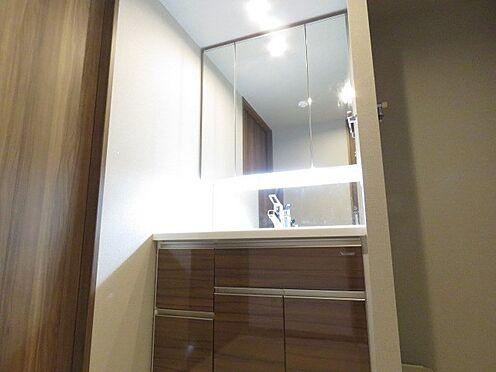 中古マンション-町田市三輪緑山1丁目 三面鏡の洗面化粧台