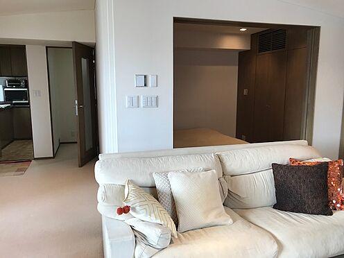区分マンション-港区三田5丁目 各居室は正方な間取りなので家具の配置がしやすいです。