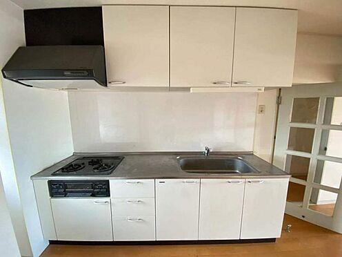 区分マンション-東海市養父町北反田 上部・下部に豊富な収納スペースがあるキッチンです。