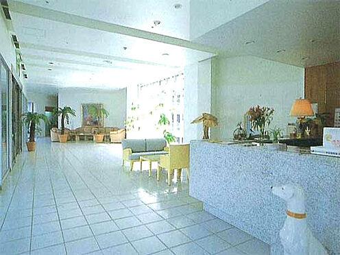 中古マンション-伊東市富戸 [ロビー]高級感溢れるロビーです。日中は管理人さんもいて安心です。