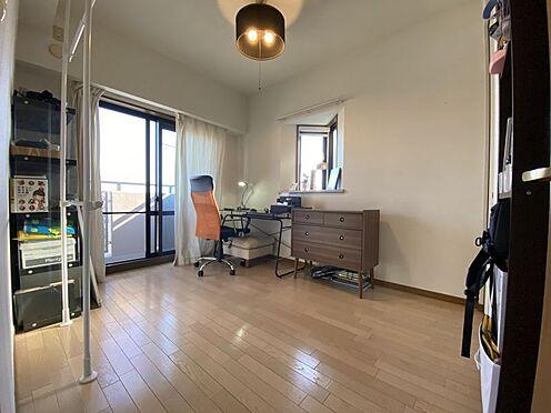 中古マンション-名古屋市名東区植園町1丁目 明るい日差しの届く洋室。