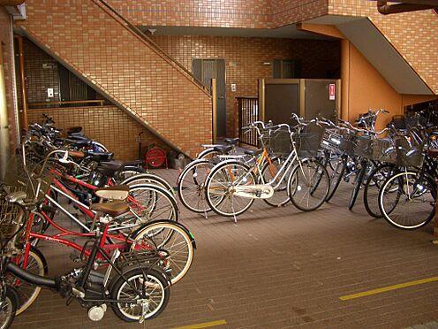 マンション(建物一部)-川崎市中原区上新城2丁目 マンション敷地内には駐輪場置場が設けられております。
