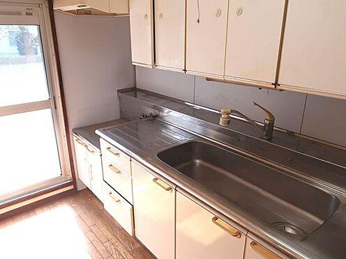 中古マンション-多摩市永山3丁目 勝手口の付いたキッチン部分