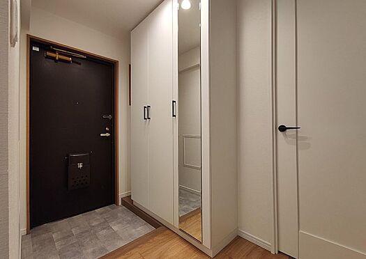 中古マンション-名古屋市守山区西城2丁目 ご家族の靴をしっかり収納できる玄関♪