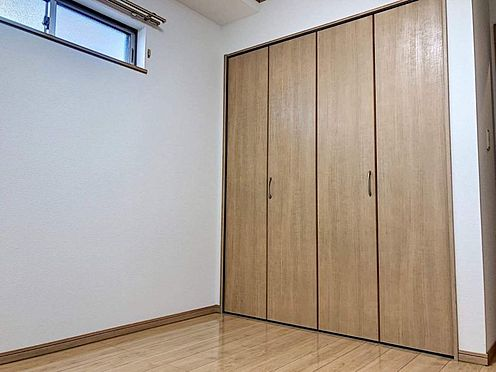 戸建賃貸-豊田市市木町5丁目 各居室に収納付、ウォークインクロゼットを配置したタイプも。ナチュラルな木目調の収納扉はどんな家具にもマッチして、居心地の良いプライベートタイムを演出します。