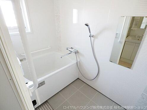 区分マンション-千葉市美浜区稲毛海岸3丁目 窓付きの浴室です!