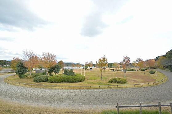 アパート-いなべ市大安町平塚 開放的で綺麗に整備された公園もあります。