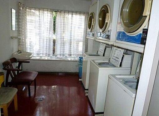 マンション(建物一部)-大阪市東淀川区東中島1丁目 コインランドリーがあり便利。