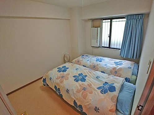 中古マンション-賀茂郡東伊豆町奈良本 玄関を入り、右手に配置された洋室です。