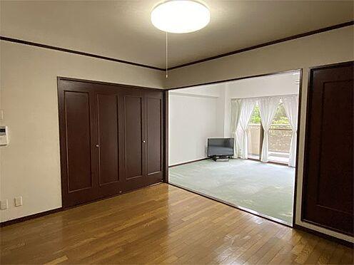 中古マンション-伊東市荻 【LDK】リビングから洋室です。洋室の仕切りは無く広く利用できます。