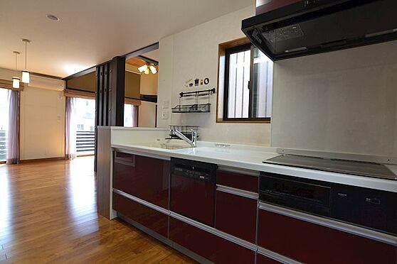 中古一戸建て-稲城市坂浜 窓が2カ所にあり、換気もしやすいキッチンです。