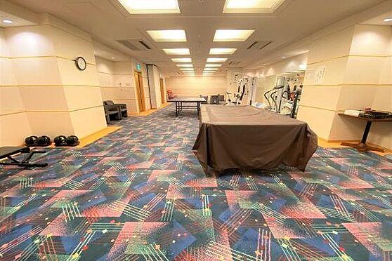 リゾートマンション-熱海市上多賀 アスレチックルーム:卓球、ビリヤード、トレーニングマシンなどがありマンション内にいても退屈しません。