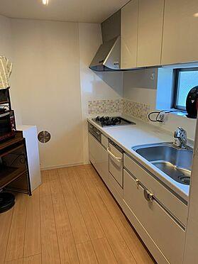 中古一戸建て-新宿区新宿7丁目 キッチンの足元にも床暖房がございます。