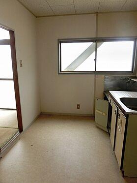 アパート-横須賀市粟田2丁目 キッチン広々しています。