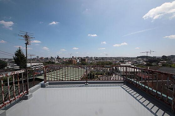建物全部その他-八王子市長房町 塗りたての綺麗な屋上です。屋上からは八王子一帯が見まわせる絶景となってます。