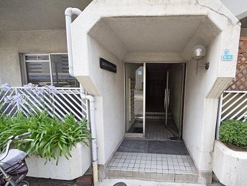 マンション(建物一部)-大阪市淀川区新北野1丁目 植栽の植わる明るい印象