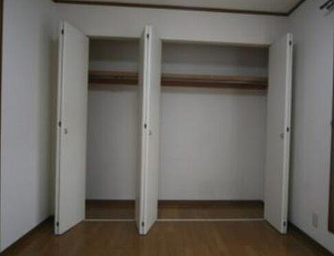 マンション(建物全部)-箕面市粟生間谷西3丁目 たっぷり収納できるクローゼットです。