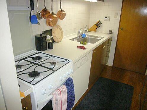 中古マンション-熱海市伊豆山 キッチン 購入時にガスコンロを4つ口に変更されております。
