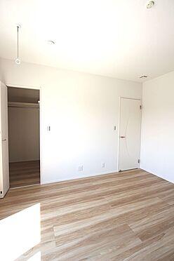 新築一戸建て-磯城郡田原本町大字阪手 2階洋室には全てクローゼットがございます。沢山の衣類や小物もすっきり整理できますね。