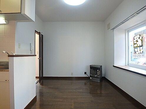 アパート-札幌市南区南沢三条4丁目 居間及びキッチン合わせて7.5帖と単身向けのお部屋で日当たりも良好とです。