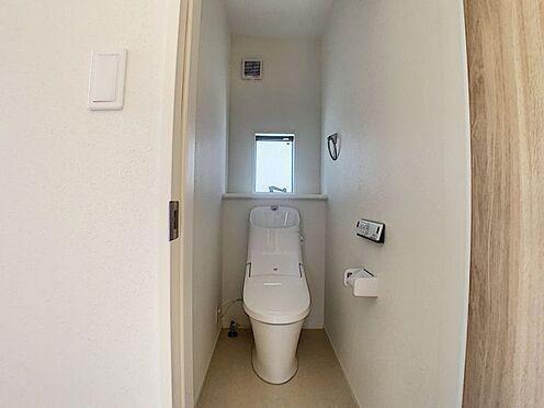 新築一戸建て-名古屋市守山区瀬古1丁目 窓があり換気もできるお手洗いです。