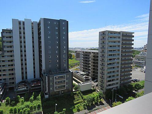 中古マンション-町田市小山ヶ丘4丁目 バルコニーから見える建物は距離がありますので陽当りや風通しに影響がありません。