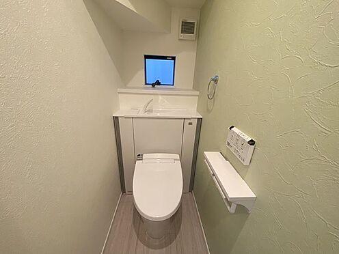 戸建賃貸-豊田市小坂町13丁目 収納一体型トイレ。掃除道具などを収納しスッキリとさせることが出来ます。(1階のみ)