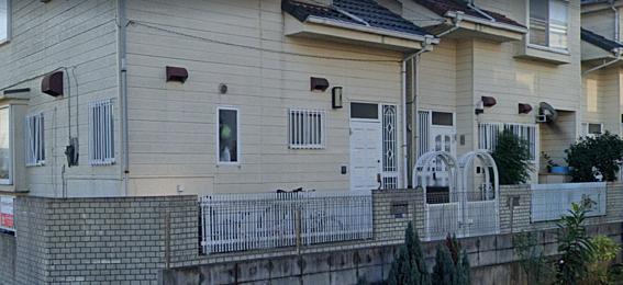アパート-市川市堀之内5丁目 玄関回り 長屋方式建築の為、戸建てのような雰囲気